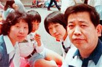 Cómo fueron los primeros pasos del palito para selfies, creado en 1983